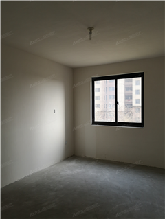 龙田花苑 出售3室2厅2卫 117平 165万