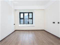 万科翡翠公园 出售3室2厅1卫 114平 233万