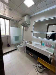 荣生豪景花苑 出售4室2厅2卫 162平 162.8万
